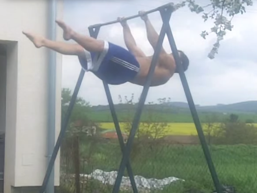 straddle-front-lever