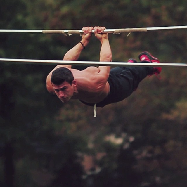 Lever Lifts Exercise : Amazing photos of all around street workout performers