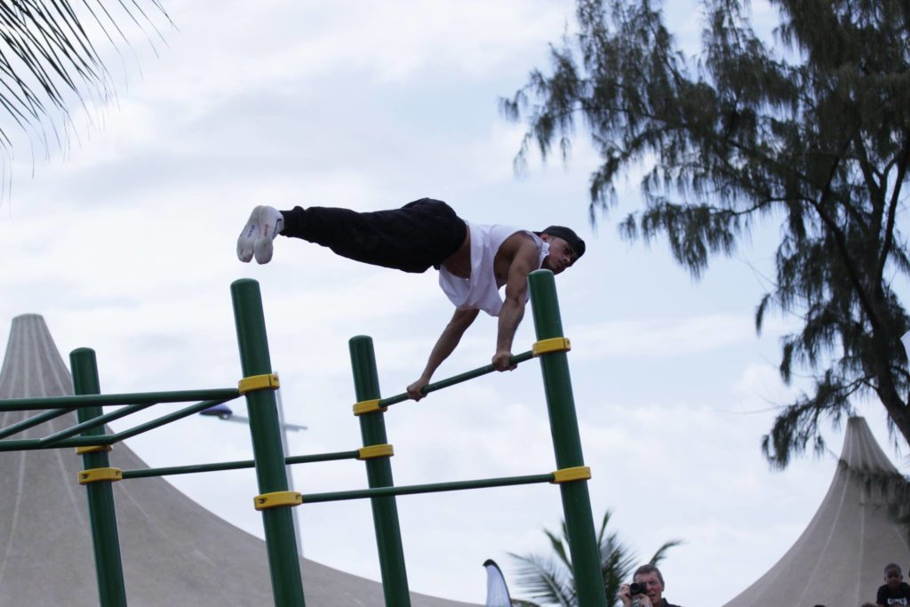 full-planche-bar