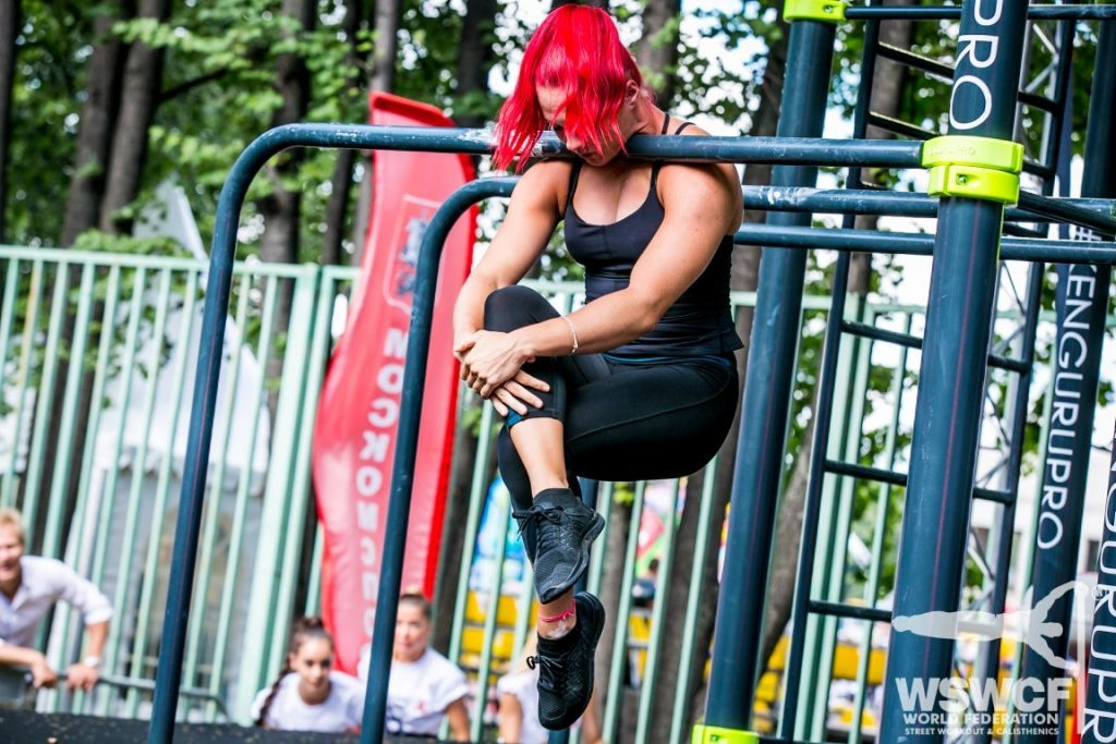 neck-hold-bars-woman