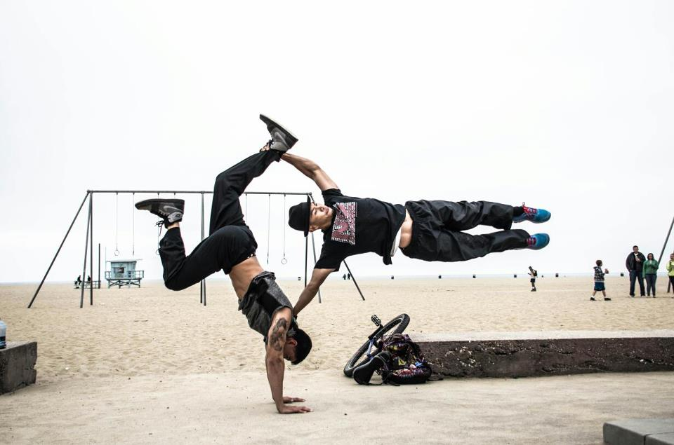 street-workout-teamwork