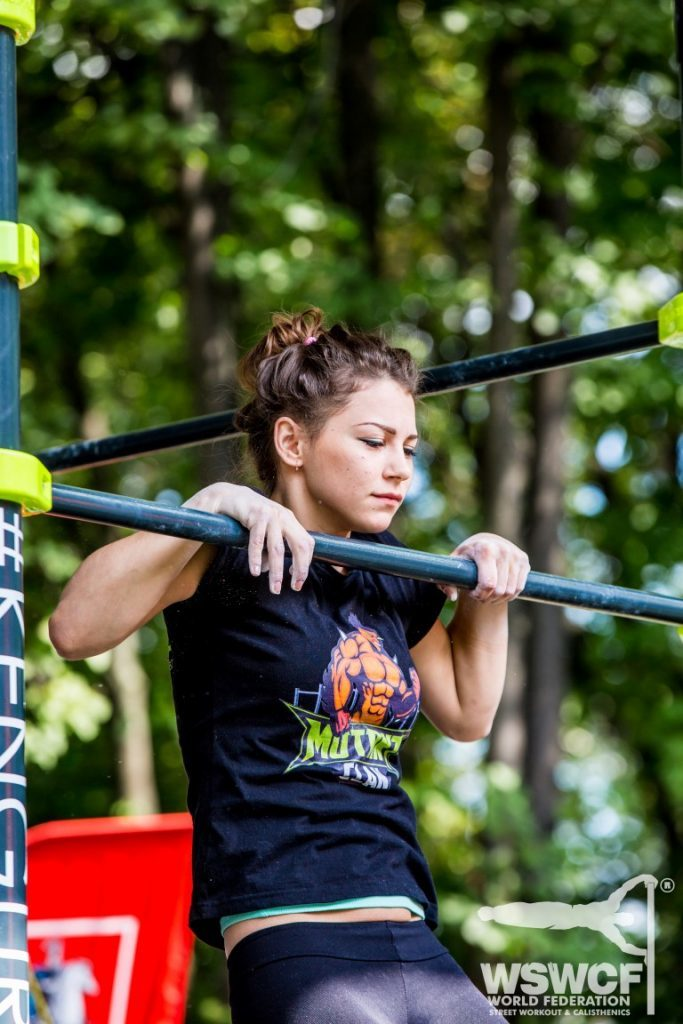 woman-slow-pull-up